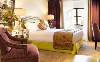 Картина орхидея в спальне по фэн шуй